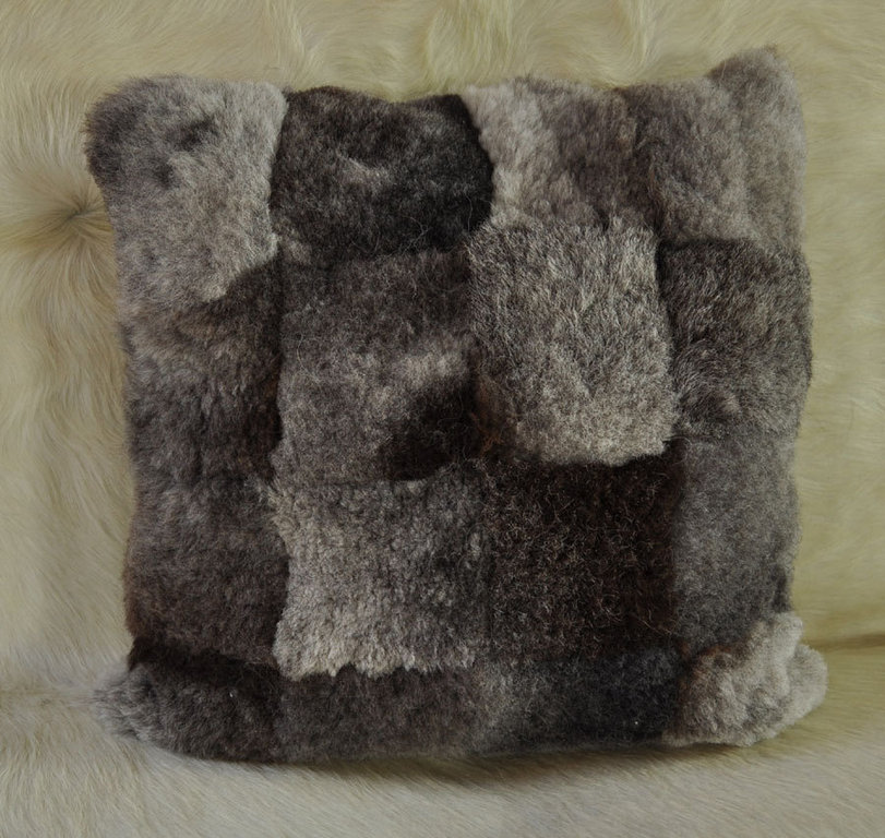lammfell kissen grau 50 x 50 cm kurzwollig online kaufen. Black Bedroom Furniture Sets. Home Design Ideas