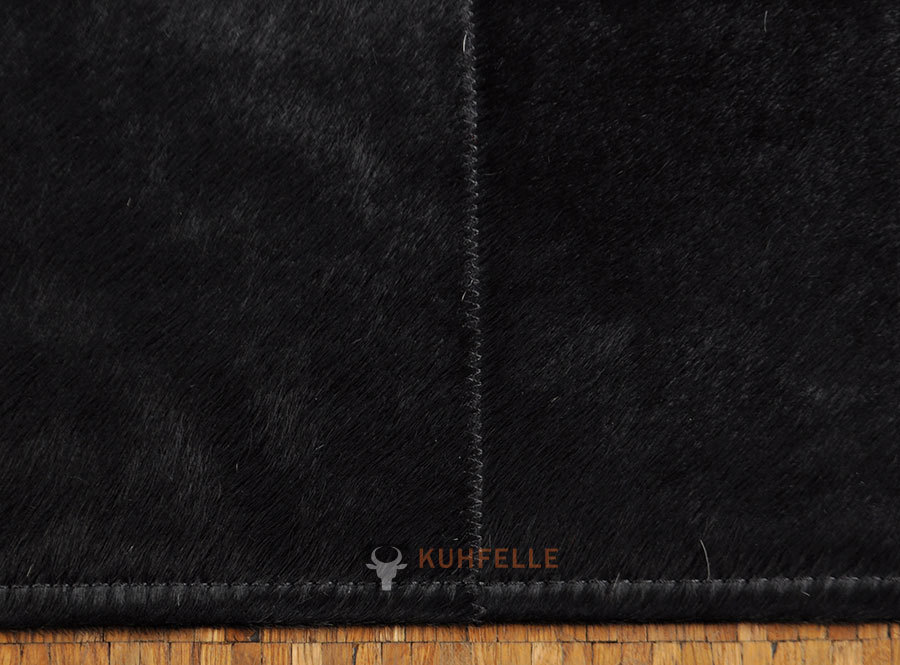 exklusiver kuhfell teppich schwarz 160 x 200 cm bei kuhfelle online. Black Bedroom Furniture Sets. Home Design Ideas