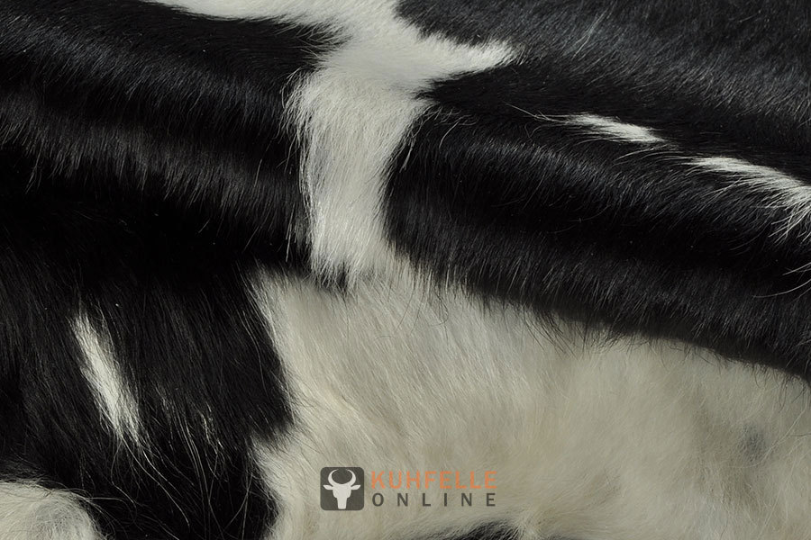 kuhfelle schwarz weiss 210 x 190 cm bei kuhfelle online bestellen. Black Bedroom Furniture Sets. Home Design Ideas