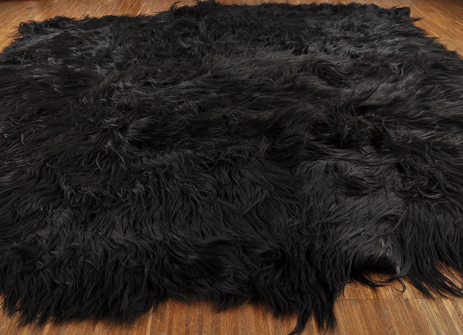 ko lammfell teppich schwarz 200 x 220 cm aus 8 lammfellen kuhfelle online. Black Bedroom Furniture Sets. Home Design Ideas