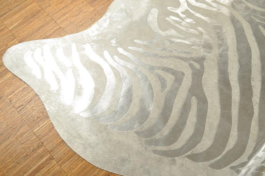 Fußboden Braun Zebra ~ Kuhfell silber zebra prägung cm kuhfelle online nomad